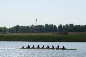 Willem-Alexander Baan met roeiers en molen